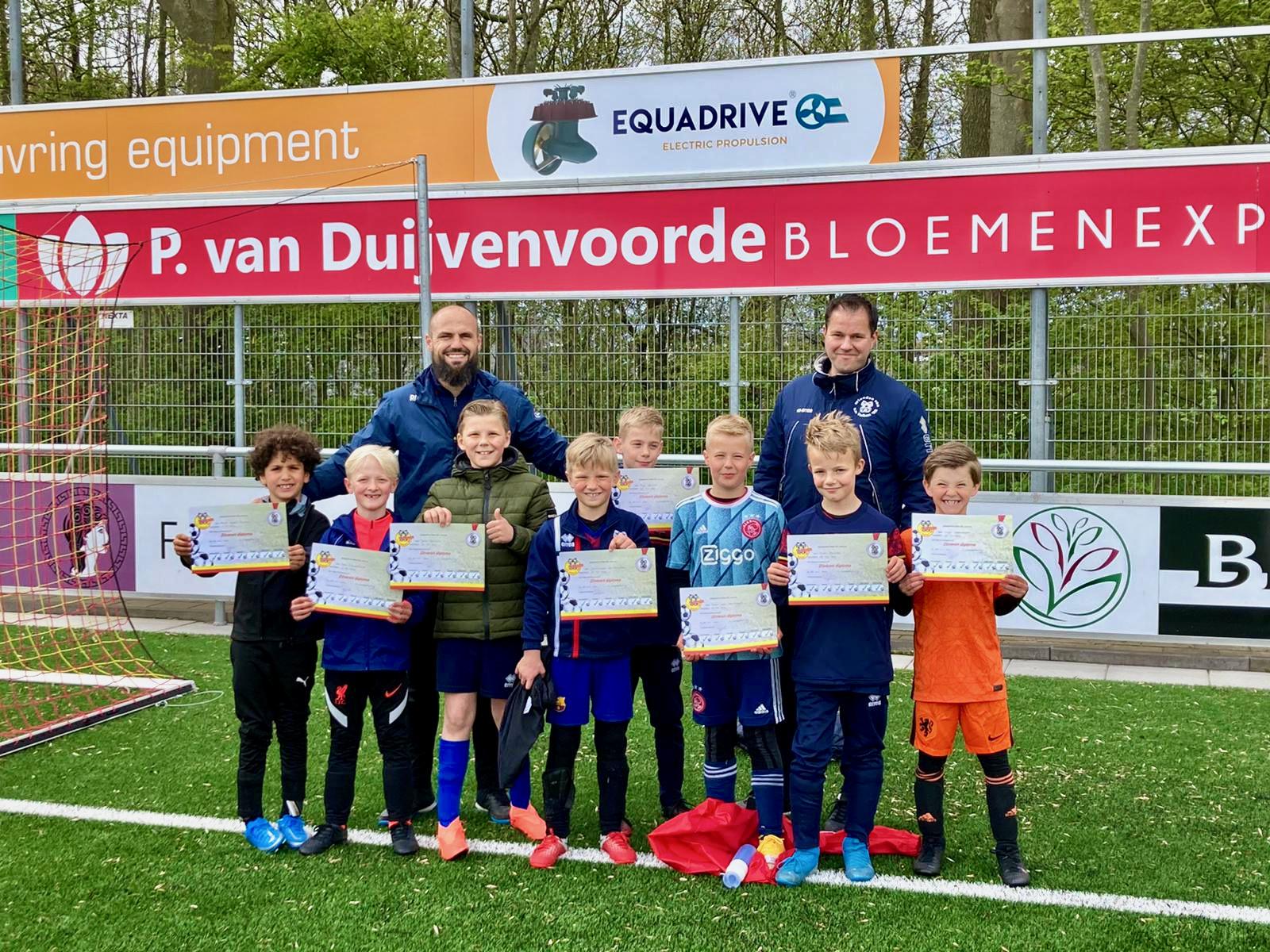 Diploma's voetbaltechniekschool Valken'68 uitgereikt!!